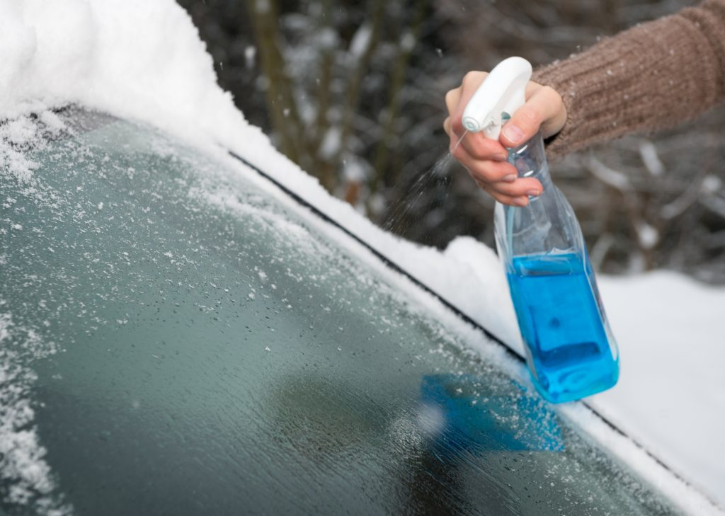 How to Quickly Defrost Your Windshield in the Winter